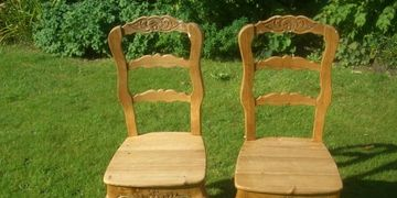 French polishing wooden chairs