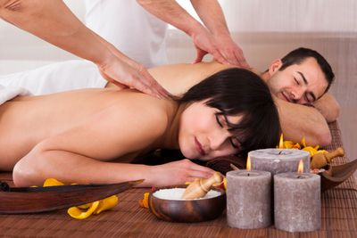 Relaxing Couples massage by licensed massage therapists near tacoma