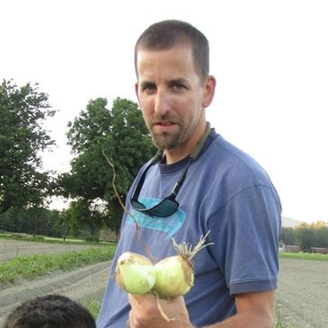 Garden Treasures Farmer Mark Lovejoy with some freshly grown Walla Walla onions.