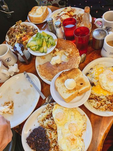 Grizzly Manor Cafe big breakfast