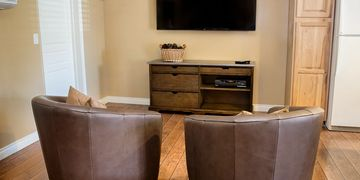 Primrose Inn Casita Suite huge flat screen tv for movies and game watching