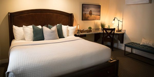 king mini suite, king room, hotel, hotel room, king bed, hotel room in chino valley arizona