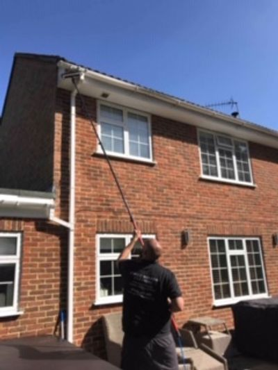 Cleaning fascia's and soffits