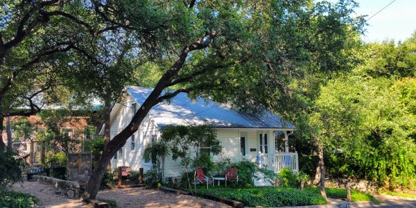 Charming 1940s fully furnished cottage makes for a perfect monthly rental or extended stay lodging.   Great for nightly rentals and short term rentals as well.