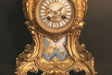 Ornate French Gilded Mantel Clock