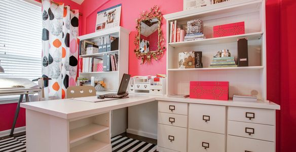 Pink interior walls for home office