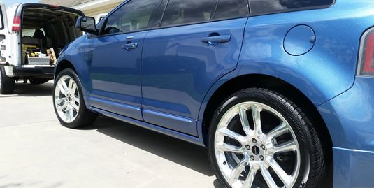 Side view ford edge