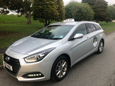 Hyundai i40 Estate Business Model offering full leather interior and climate control.