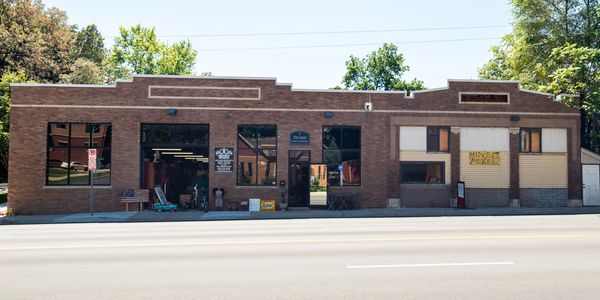 Front of Midewest Pickers warehouse on Leavenworth in Omaha, NE