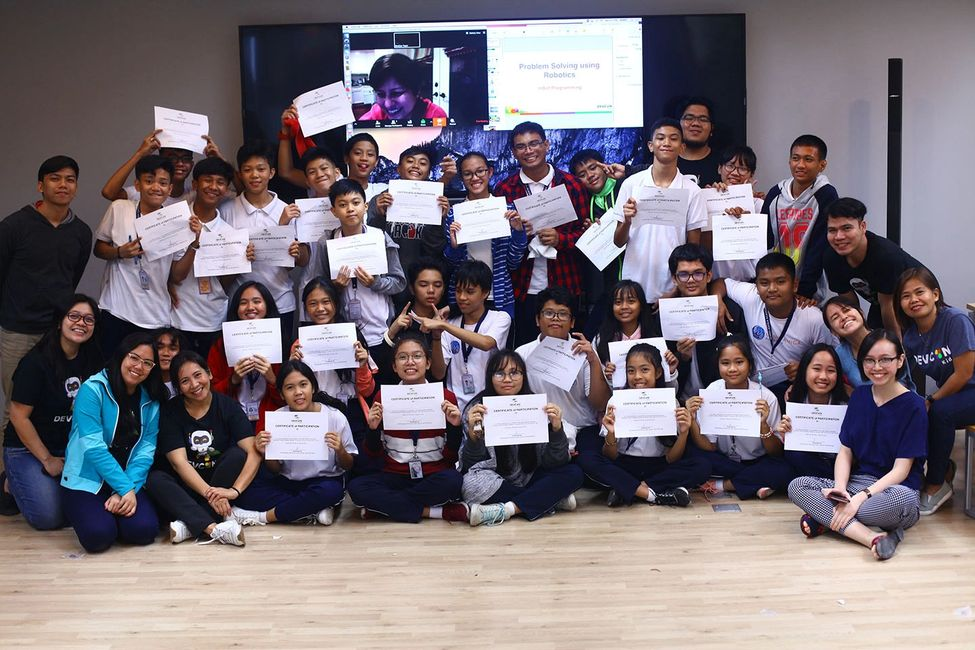 30 students from Mano Amiga Academy completed the full-day robotics lesson under the DevCon Kids.