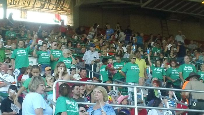 100s of  Justice for Molly supporters at a concert at the DuQuoin, IL state Fair