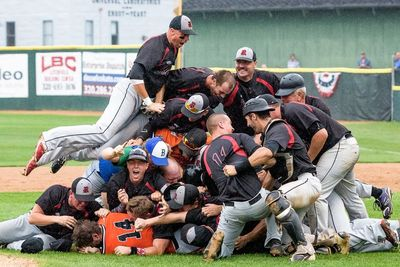 The Raymond Rockets baseball team won the state championship in 2016!