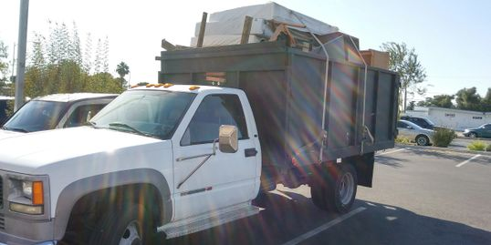 junk, trash, debris removal load and haul to the dump hauling service