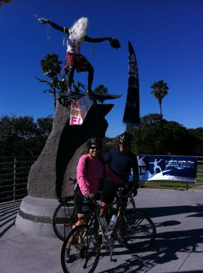 Jay and Barbara at Cardiff Kook statue