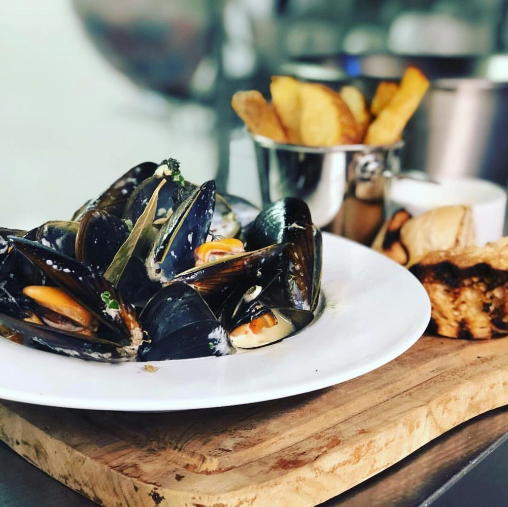 Moules, triple cooked chips and toasted bread