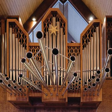 Organ pipes and trumpets