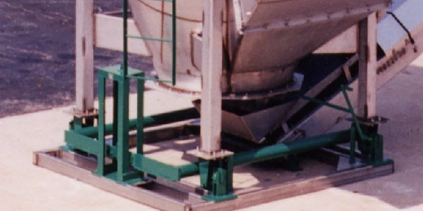 Pipe-lever scales are an economical choice for many tank or hopper applications. The agriculture and construction industries have depended on pipe levers to provide reliable electro-mechanical operation that's easy to maintain. These systems can be customized to your unique weighing needs.