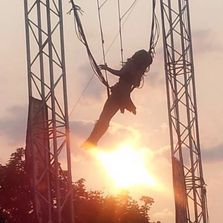 Bungee trapeze allison blei Flippin show steampunk stunt show cirque circus acrobatics flying