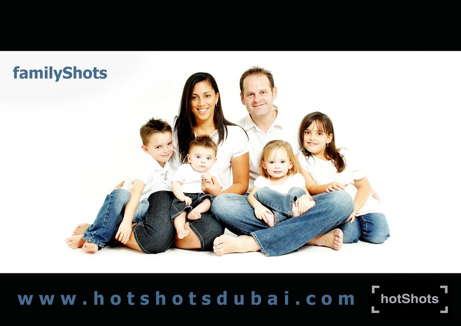 family photographer Dubai wall art Dubai corporate photographer  pink pepper stu Williamson Dubai