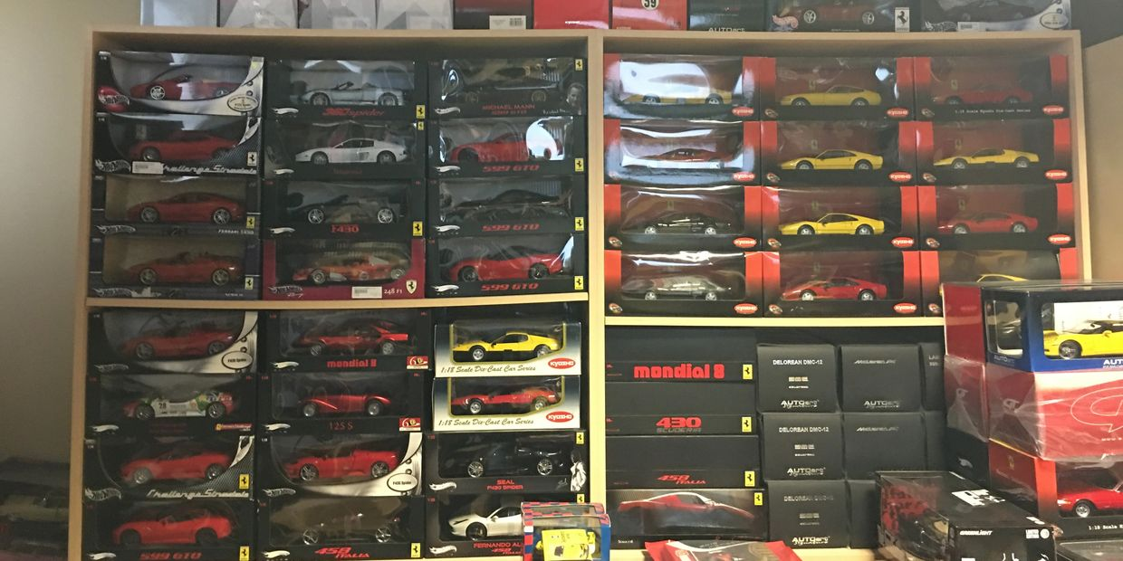 AN HUGE INVENTORY OF HARD TO FIND DISCONTINUED FERRARI MODELS BY HOT WHEELS ELITE & KYOSHO IN STOCK.
