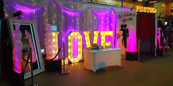 Photobooth in Somerset Love sign for hire  Magic mirror in somerset to hire