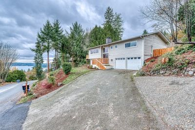 Bremerton home for sale newly remodeled. Beautiful mountain views