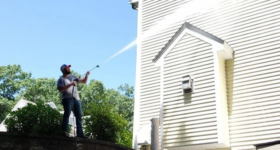 Soft Washing Vinyl Siding house with Pressure Washer