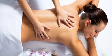 women gets a therapeutic massage on her back spa weston florida