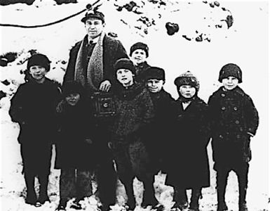 photographer Bruce Murray and children during the Anthracite coal strike of 1922