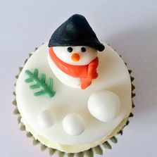 Christmas themed Cupcakes by Poppy's Cupcakes in London.