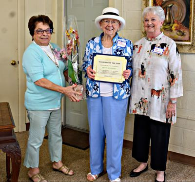 Pam McNamee, awards chairwoman, left, presents the Volunteer of theYear award to Betty Aleshire.