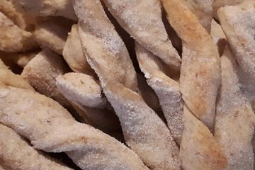 Bacon Flavoured Twists - dog treats - all natural ingredients