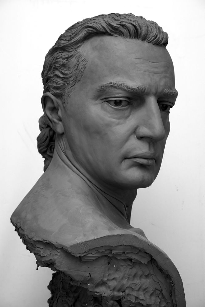Marcello Giorgi sculptor, sculpture in clay, clay bust, clay portrait
