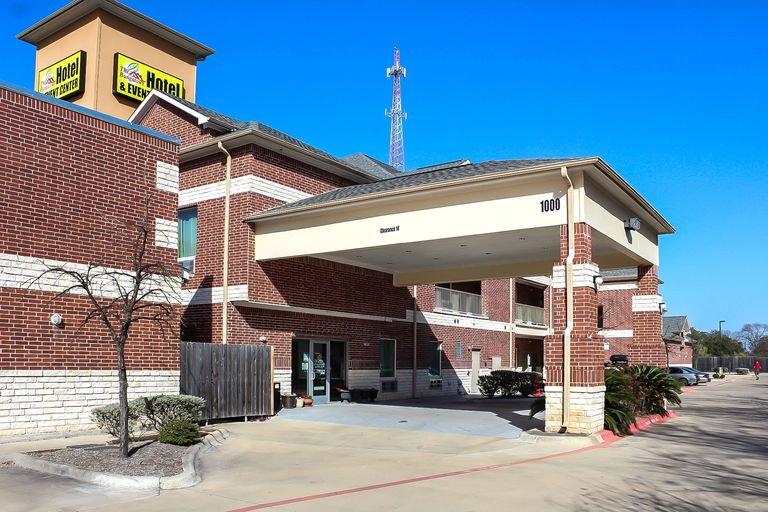 Welcome to the Bungalows Hotel & Event Center in Cedar Park, Texas