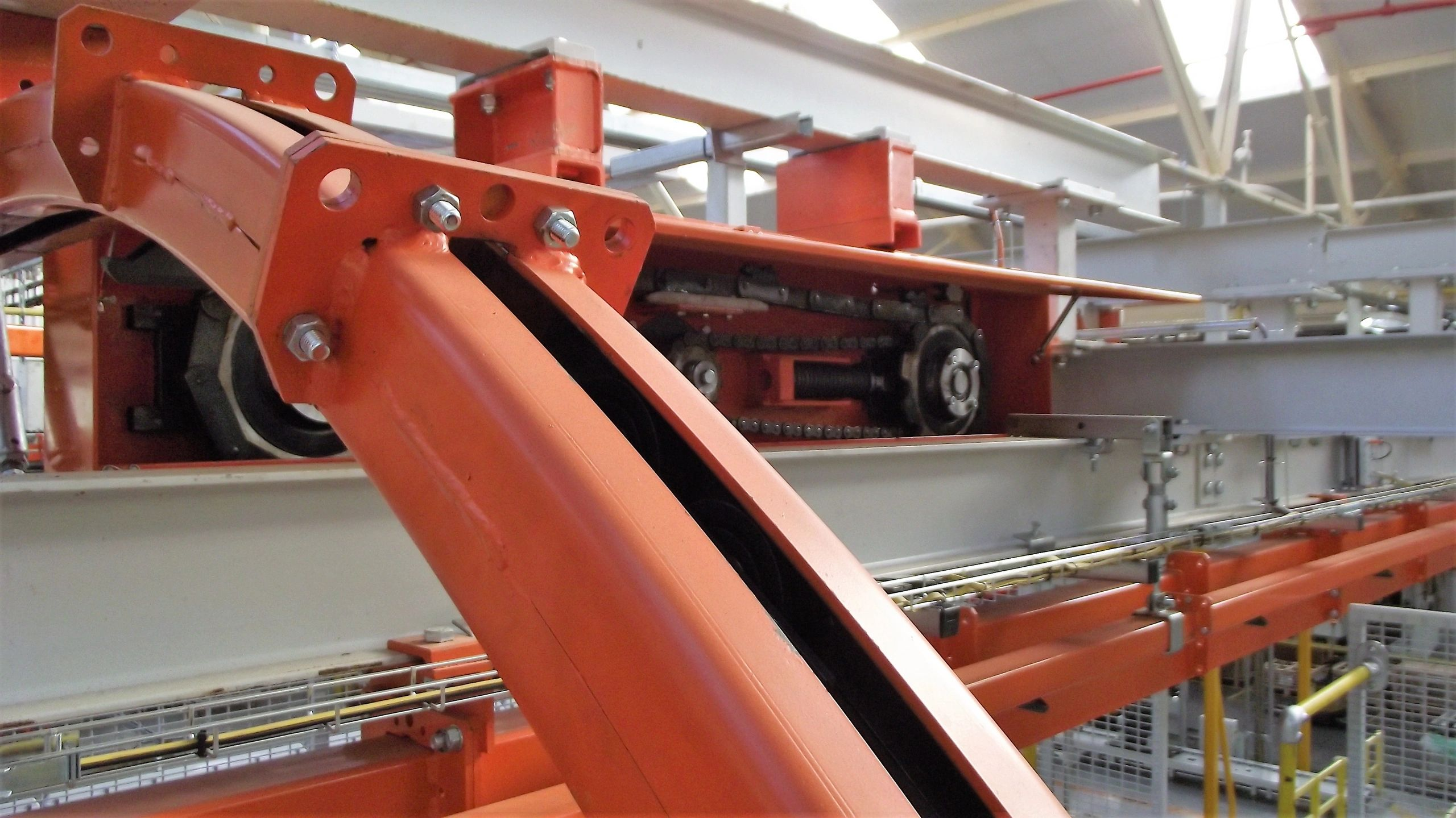Power and free overhead conveyor system