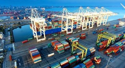 Port of Long Beach, a fully automated gateway for trans-­Pacific trade