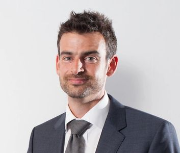 Mr Dan Lindfield consultant ophthalmologist