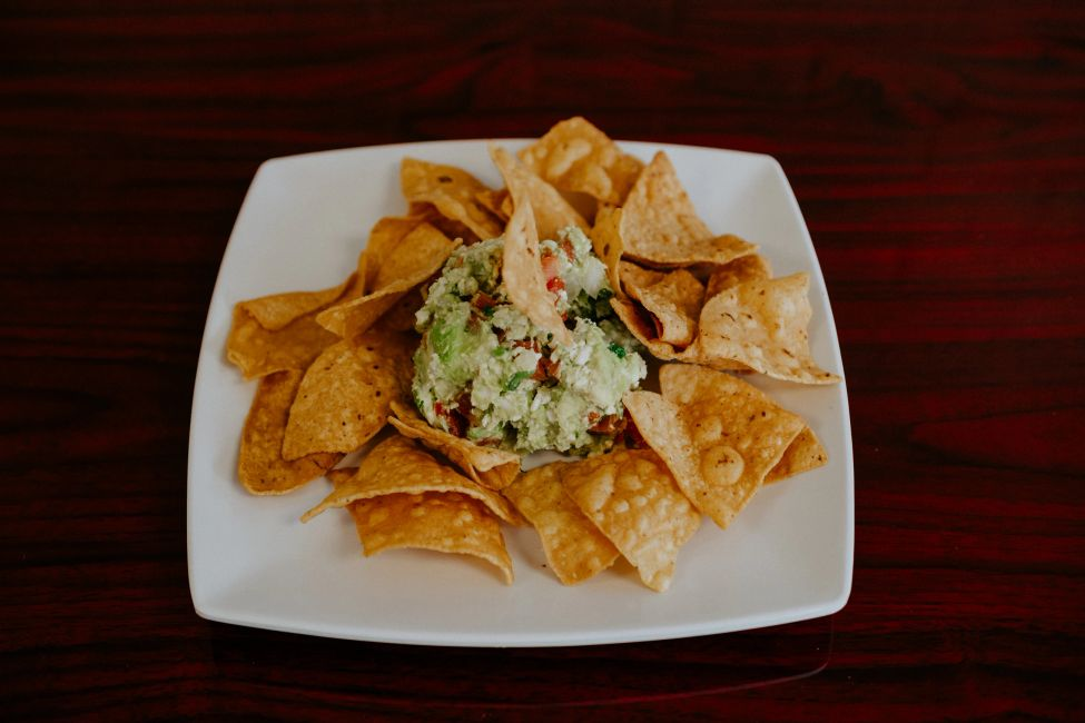 guacamole and chips from vida tacos restaurant in Homewood, Illinois