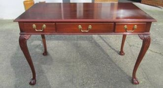 Mahogany writing desk with 3 drawers