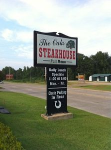 Steakhouse, homecooking, salad bar, daily specials dining in Broken Bow