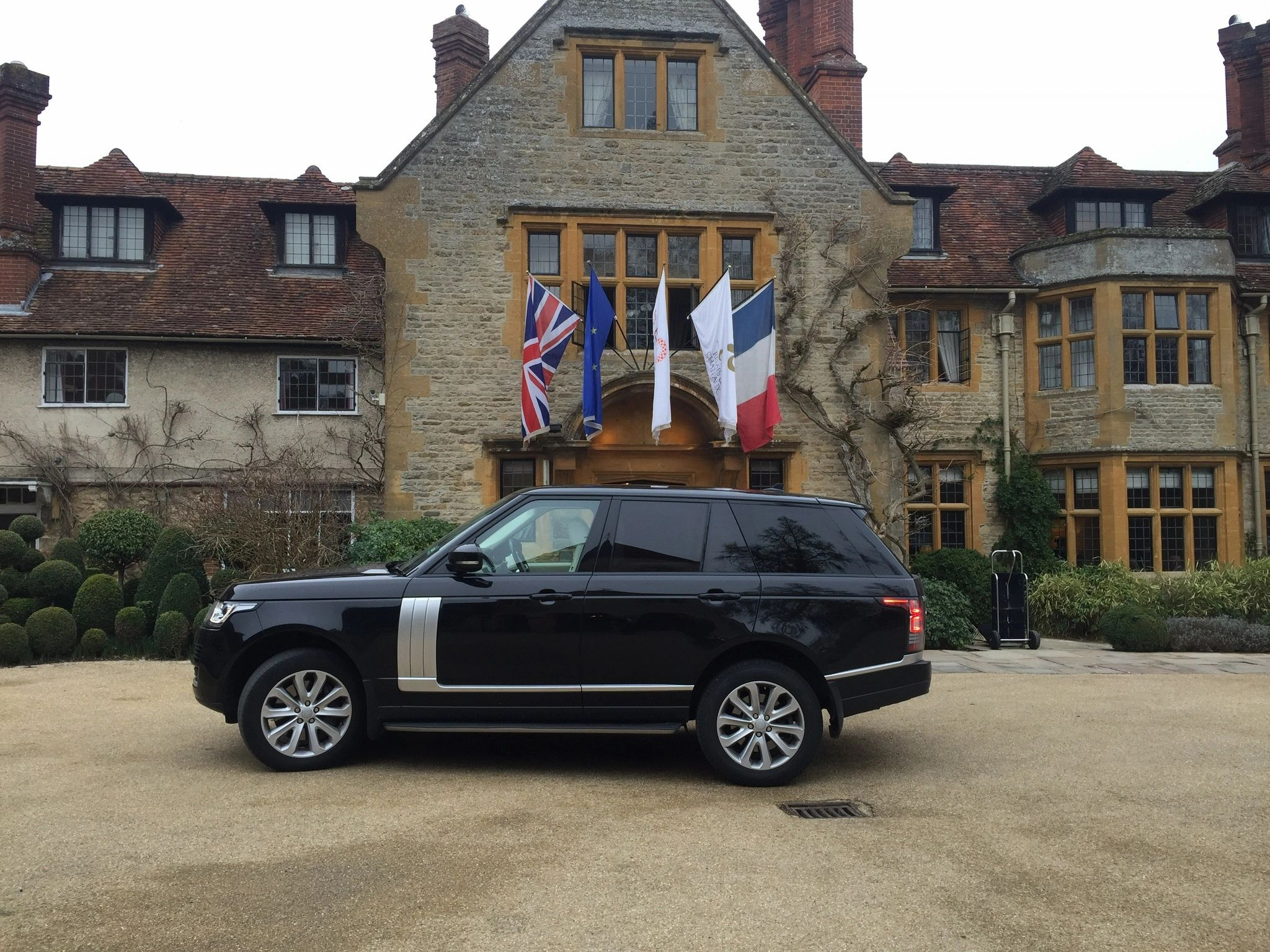 Rayleigh Airport Transfer | Rayleigh Chauffeur | Rayleigh Taxi to Heathrow Airport | Rayleigh Taxi