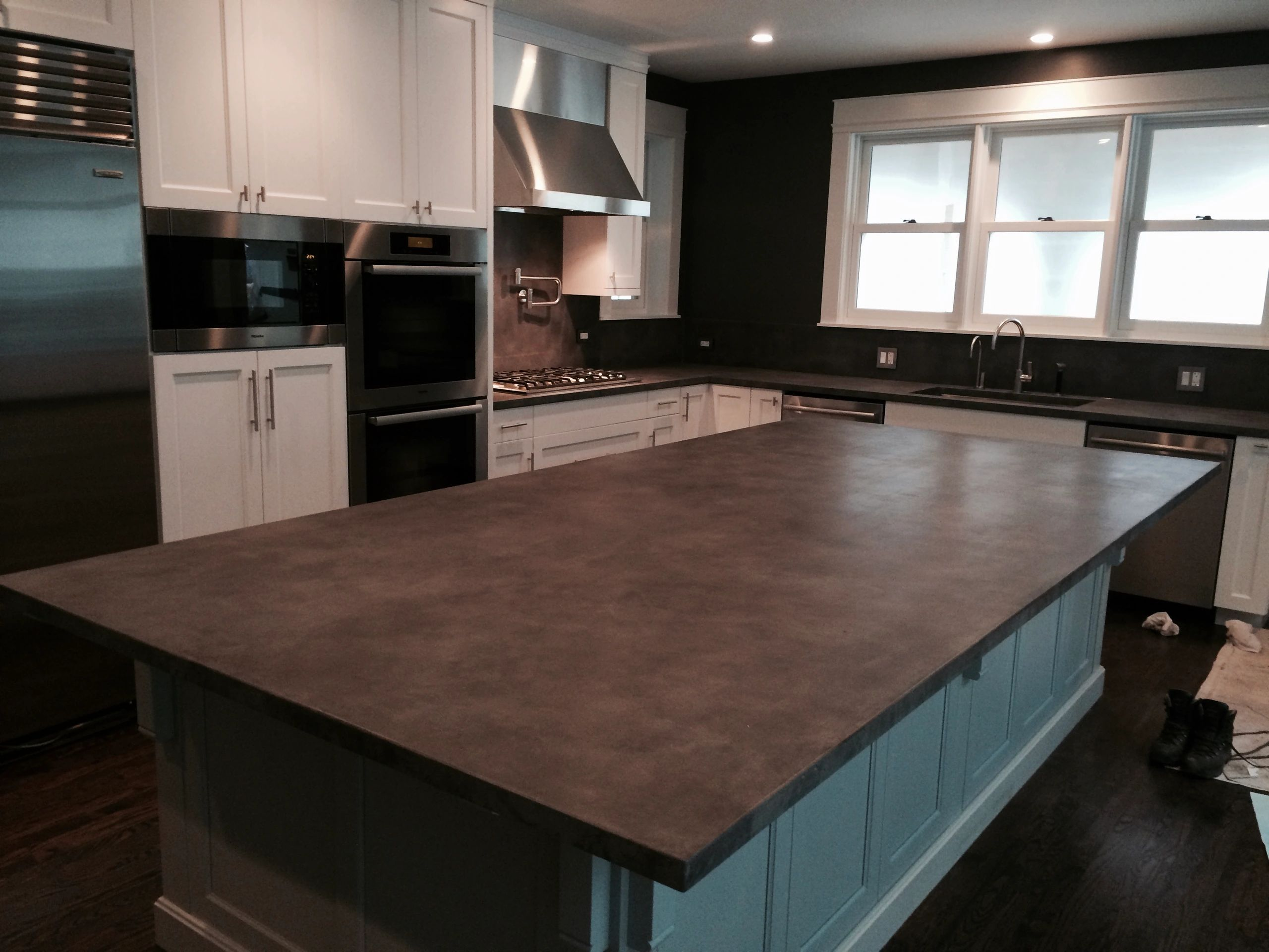 Custom concrete kitchen countertops, sinks, fireplace surrounds, tables, serving the Chicago area