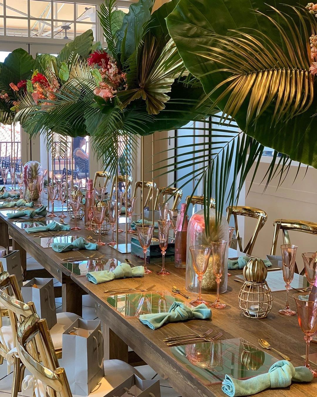 ERICA DIAS TAKES MIAMI TO HOST TABLE OF 20