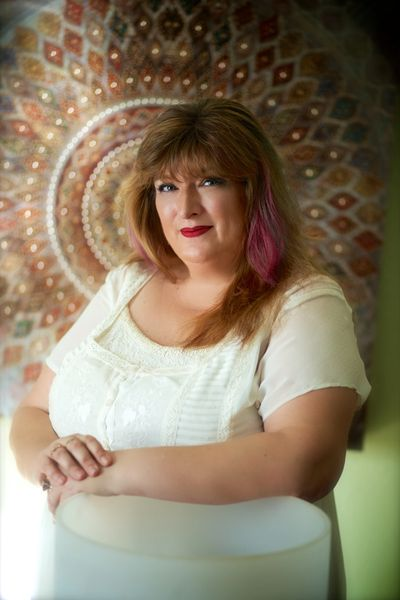 Aeriol Ascher, Speaker, Teacher, Healing Master, Vibrational Sound Therapy Certified Practitioner