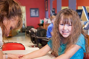 Girls birthday party place, girls salon party place, girls manicure and pedicures, spa party Omaha