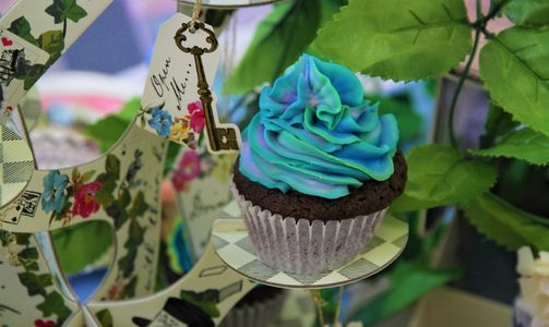 Mad Hatter's Tea Party Cupcakes - Party by Pop the Balloon! Children's Parties & Events