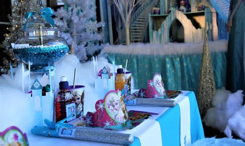 Frozen table setting by Pop the Balloon! Children's Parties & Events