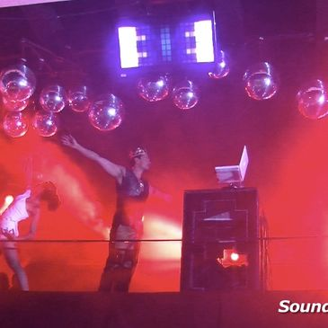 "Raphael Pathe performs ""The Sound Of Luxury""  at Red Bar - W Hotel in Santiago Chile"
