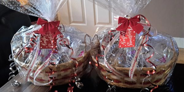food gift baskets decorated for Christmas