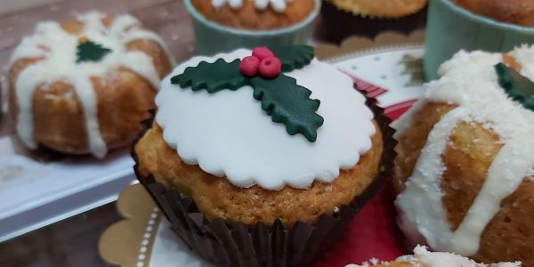 Mini tropical cakes with fondant seasonal toppings at Christmas